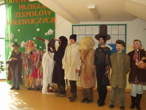 Reprezentanci szkoły w Szopie na Powiatowym Przeglądzie Zespołów Kolędniczych w Przyjaźni.